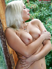Nude blonde touches her nub cleft