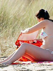 Spy scenes with amateur bikini asses