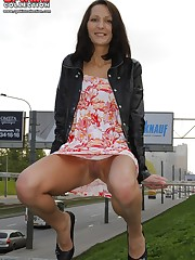 Hot chick's outdoor upskirt upskirt pussy