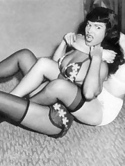 Kinky nude Betty Page upskirt picture