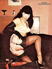 Kinky nude Betty Page upskirt photo