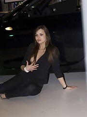 Babe's upblouse gets spied when she poses near the car upskirt pussy