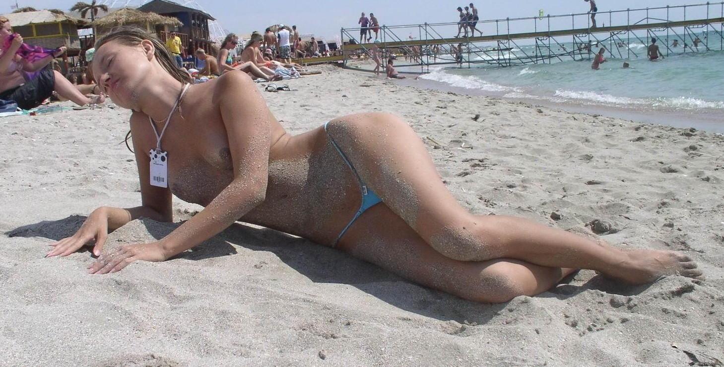 Eine bikini voyeur upskirt